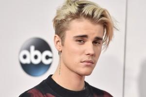 ¡Justin Bieber impacta a fanáticos con torso completamente tatuado!