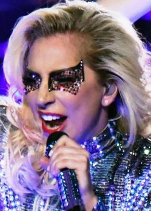 Lady Gaga cancela 10 conciertos por problemas de salud