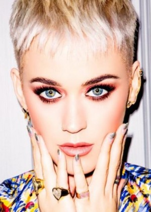 Katy Perry explica la tendencia de cabello 2018 que la lleva en Hollywood