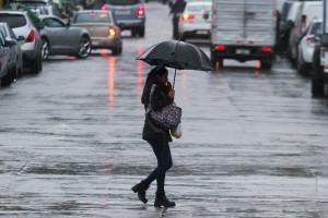 Intendencia Metropolitana evalúa la suspensión de clases para este lunes