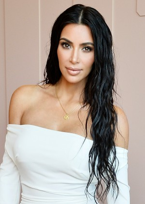 Kim Kardashian posó junto a sus tres hijos