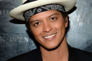 ¡Se incendió escenario donde Bruno Mars daba su show!
