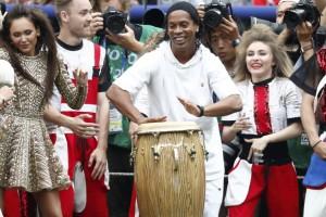 Ronaldinho brilló en la ceremonia de clausura de Rusia 2018