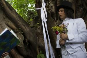 Actor peruano se casó con un árbol en República Dominicana