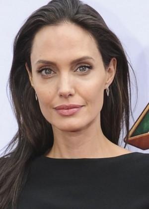 El nuevo romance de Angelina Jolie que se roba la atención de los medios internacionales