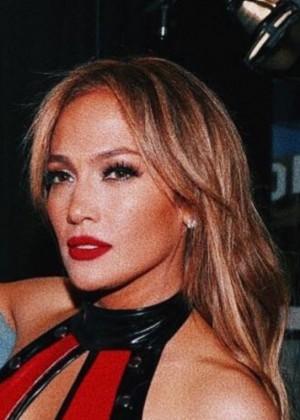 Jennifer López adelanta su nuevo éxito musical en colaboración con Bad Bunny