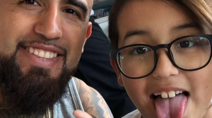 Arturo Vidal saluda a su hijo tras ganar el Copihue de Oro: \