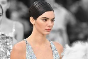 Kendall Jenner sorprende tras publicar foto con acné y compartir sus problemas en la adolescencia