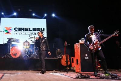 Lucybell genera fervor total al realizar concierto gratis luego de presentar su documental en CINELEBU