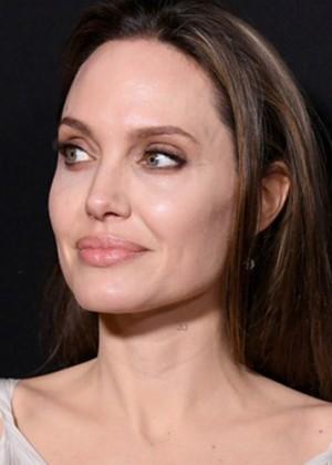 ¿De novia? El vestido con el que Angelina Jolie sorprendió en la alfombra roja de
