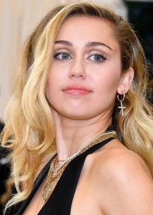 Miley Cyrus revoluciona las redes sociales con desnudo para promocionar su próximo show